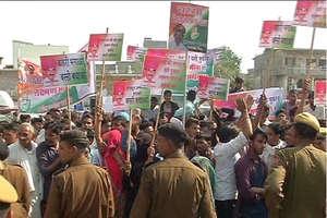 अब कांग्रेस में टिकटों पर हाय तौबा, प्रदेशभर में दावेदारों के समर्थकों का प्रदर्शन