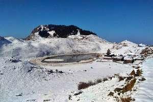 PHOTOS: प्रसिद्ध परासर झील में सीजन की पहली बर्फबारी, रूह खुश कर देगा नजारा