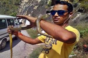 PHOTOS: 378 सांप पकड़कर बचाई सैंकड़ों जिंदगियां, हिमाचल के सोनू को मिला सम्मान
