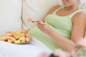 प्रेग्नेंट महिलाओं को भूलकर भी नहीं खाने चाहिए ये 3 फल