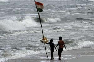 PHOTO: 'गाजा' ने तमिलनाडु मे मचाई तबाही, हज़ारों लोग पहुंचे रिलीफ सेंटर