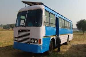 PHOTOS : किसान के बेटे ने रोडवेज की खटारा बस को दिया आधुनिक सोलर एंबुलेंस का लुक