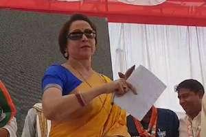 तस्वीरों में देखें: किशोर कुमार की जन्मस्थली वोट मांगने पहुंचीं 'ड्रीम गर्ल' हेमा मालिनी