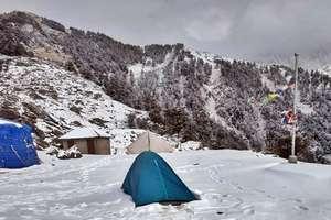 PHOTOS: कांगड़ा की धौलाधार की गोद में बसे त्रियुंड में बर्फबारी, दिल खुश कर देगा नजारा