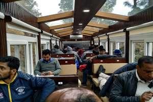 PHOTOS: कालका-शिमला हैरिटेज ट्रैक पर उतरा Vista Dom, यात्रियों ने 360 डिग्री व्यू का लिया लुत्फ