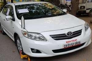 PHOTOS: रॉन्ग पार्किंग पर खड़ी थी हाईकोर्ट के जज की गाड़ी, ASI ने चालान काटा