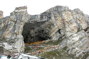 कश्मीर के वो मंदिर जहां पहले होती थी बहुत भीड़ लेकिन अब है सन्नाटा