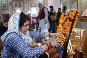 तस्वीरों में देखिए कैसे राहुल और प्रियंका को देखकर रो पड़े शहीदों के परिजन