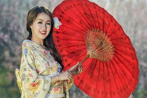 चीन में शादी के दौरान दुल्हन से किस तरह होती है छेड़खानी