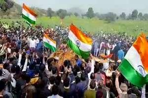 शहीद हरि सिंह की अंतिम यात्रा में उमड़ा जनसैलाब, भारत माता के जयकारों से गूंजा गांव