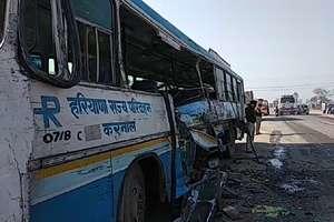 PHOTOS: हरियाणा रोडवेज की बस और ट्रक में भीषण टक्कर, कई यात्री घायल