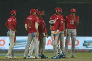 क्रिकेट इतिहास में पहली बार हुआ ऐसा, बीच ग्राउंड से गायब हुई गेंद, सामने आया ये सच