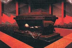 क्यों निखरता जा रहा है 95 साल पहले मरे लेनिन का शरीर