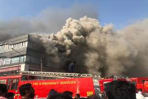 PHOTOS: सूरत में आग से 20 लोगों की मौत, तस्वीरों में देखिए कितना भीषण था हादसा