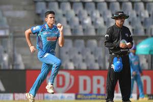 अर्जुन तेंदुलकर का धमाका, मैच के बाद खिलाड़ी को गोदी में उठा कर किया सेलिब्रेट