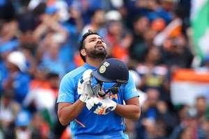 आउट होने के बाद रोहित को आया गुस्सा, खुद को मारा बल्ला!