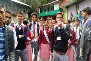 कुल्लू बस हादसा: ओवरलोडिंग पर सख्ती, स्कूली बच्चों का धरना