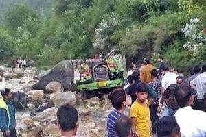 PHOTOS: हिमाचल में दर्दनाक हादसा, खाई में गिरी बस, 43 की मौत
