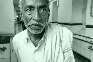 Strike: घुटने का ऑपरेशन करवाने जयपुर में भटकता रहा बुजुर्ग
