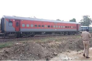 श्रीगंगानगर: ट्रेन में बमनुमा वस्तु से हड़कंप, अलर्ट जारी