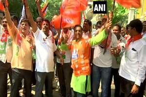 देश में BJP कार्यकर्ताओं का जश्न, पार्टी ऑफिस पहुंचेंगे मोदी