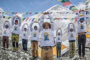 17,600 फीट ऊंचाई पर योग की प्रैक्टिस कर रचा इतिहास
