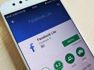 Facebook Lite- फेसबुक लाइट को कमजोर इंटरनेट कनेक्टिविटी को देखते हुए लॉन्च किया गया था. इसे कुछ इस तरह डिजाइन किया गया है कि यह 2G, अनस्टेबल और स्लो इंटरनेट वाले इलाकों में बहुत अच्छी तरह काम करता है. यह ऐप कम स्पेस लेता है, तेजी से लोड हो जाता है और किसी भी फोन पर काम करता है.