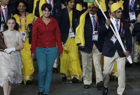 <a href='http://khabar.ibnlive.in.com/photogallery/3631/'><font color=red>देखें: लंदन में भारतीय एथलीटों के साथ ये लड़की कौन है?</font></a>