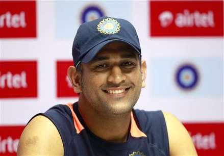 लक्ष्मण ने दी क्रिकेटरों को पार्टी, धोनी को नहीं बुलाया