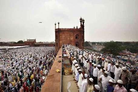 <a href='http://khabar.ibnlive.in.com/photogallery/3712/'><font color=red>देखें: अलविदा जुमे के दौरान दिल्ली की जामा मस्जिद के नजारे </font></a>