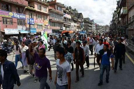 पढ़ें: क्या है मधेशी आंदोलन, क्यों सुलग उठा इससे नेपाल?