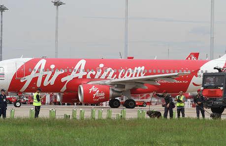 एयर एशिया बढ़ाएगी अपने विमानों का बेड़ा, 12 और जहाज जोड़ घटाएगी किराया