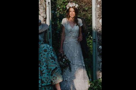 खो गई थी 150 साल पुरानी ड्रेस, सोशल मीडिया की मदद से वापस मिली