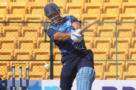 तीसरा टेस्ट मैच रांची में लेकिन धोनी की धूम दिखी दिल्ली में!