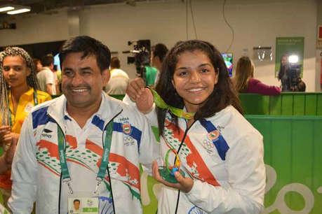 साक्षी मलिक के कोच ने कहा, ओलंपिक 2020 की तैयारी सिर्फ कागजों पर है...