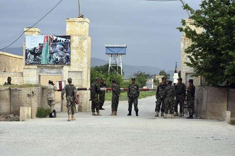 आर्मी ड्रेस में तालिबान आतंकियों का हमला, अफगानिस्तान में 140 की मौत