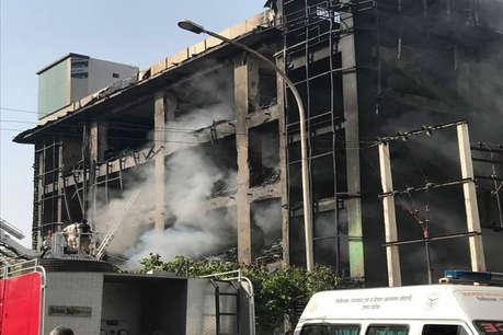 नोएडा की बहुमंजिला इमारत में लगी भीषण आग, 6 लोगों की मौत