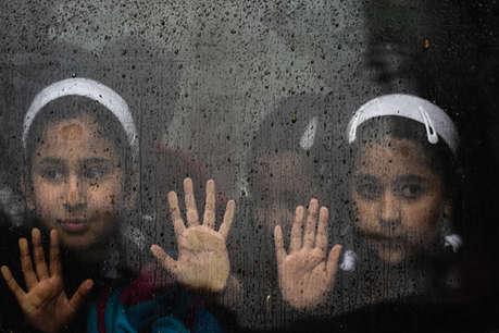 आम कश्मीरी स्कूल से दूर, पर विदेशों में पढ़ते हैं अलगाववादियों के बच्चे