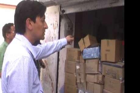 बिना लाइसेंस बेच रहे थे एसिड, छापेमारी के बाद सील हुई दर्जनों दुकानें
