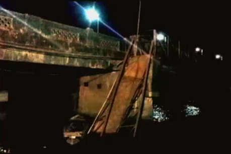 गोवा: सुसाइड देखने पहुंचे लोगों के चलते ढहा पुल, दो की मौत, 30 लापता