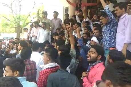 छात्रों के दबाव में झुका राजस्थान यूनिवर्सिटी प्रशासन, परीक्षाएं 10 दिन तक खिसकाई