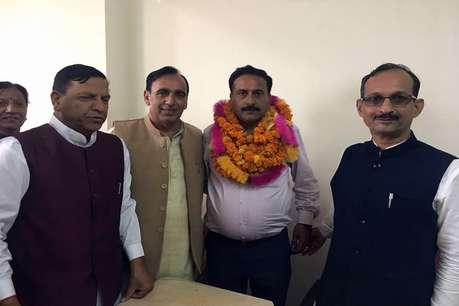 कांग्रेस से बागी और आजाद जीते पार्षद संजय परमार को भाया 'कमल', भाजपा खुश
