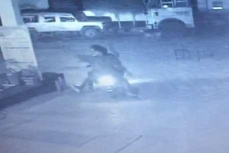 बदमाशों ने पेट्रोल पंप में की अंधाधुंध फायरिंग, एक पत्र छोड़ हुए फरार
