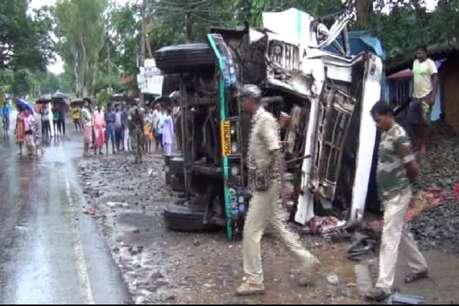 दुमका और चाईबासा में सड़क हादसा, दो की मौत