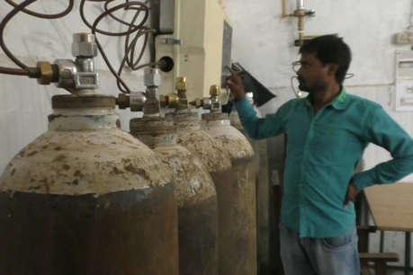 अब देवरिया में ऑक्सीजन सप्लाई ठप होने का खतरा, ऑपरेटरों को 5 महीने से नहीं मिली सैलरी