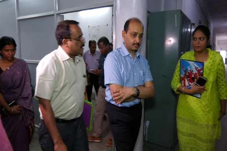 अंबिकापुर मेडिकल कॉलेज मान्यता पर खतरा, जांच को पहुंचे अधिकारी