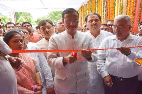 बुंदेलखंड में उद्योग लगाने की योजना बना रही सरकार : दिनेश शर्मा