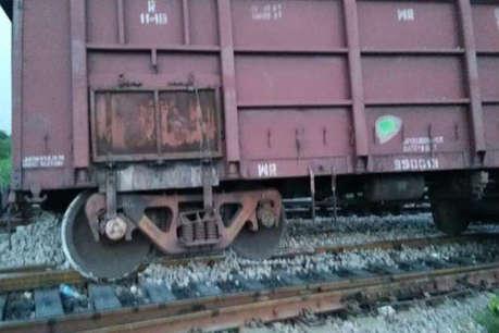 नमक से लदी मालगाड़ी पटरी से उतरी, 10 ट्रेनें प्रभावित