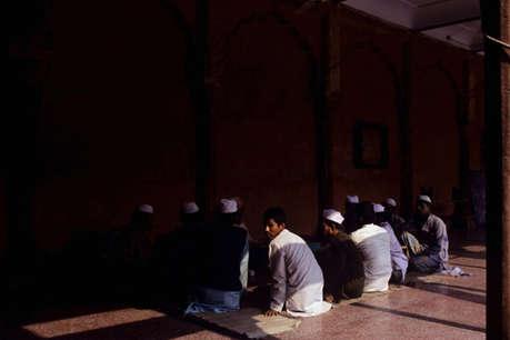 योगी सरकार की कार्रवाई, रोकी 46 मदरसों की अनुदान राशि