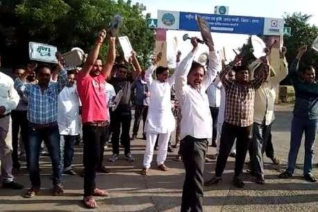 किसानों ने थाली बजाकर की शिवराज सरकार के खिलाफ नारेबाजी
